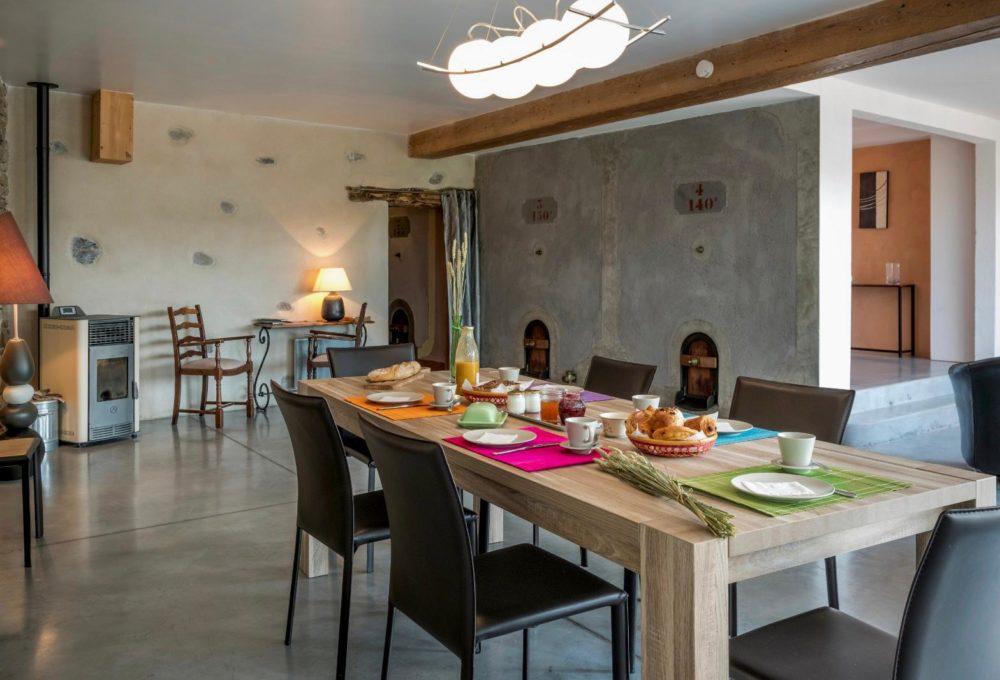 Photo de la salle à manger du gîte La Cave de Lami