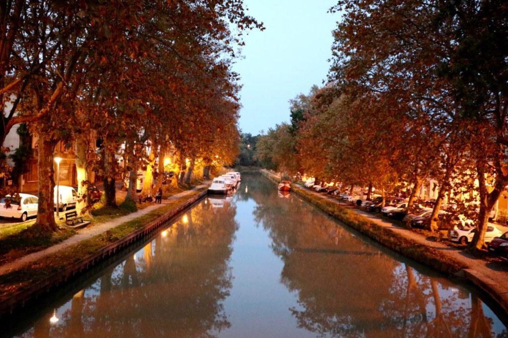 Photo du canal du midi à Carcassonne, Aude