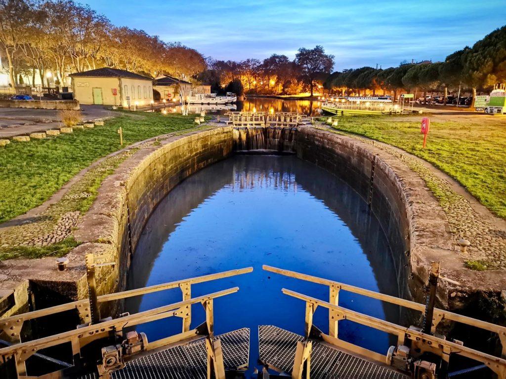 Photo d'une écluse du canal du midi à Carcassonne, Aude
