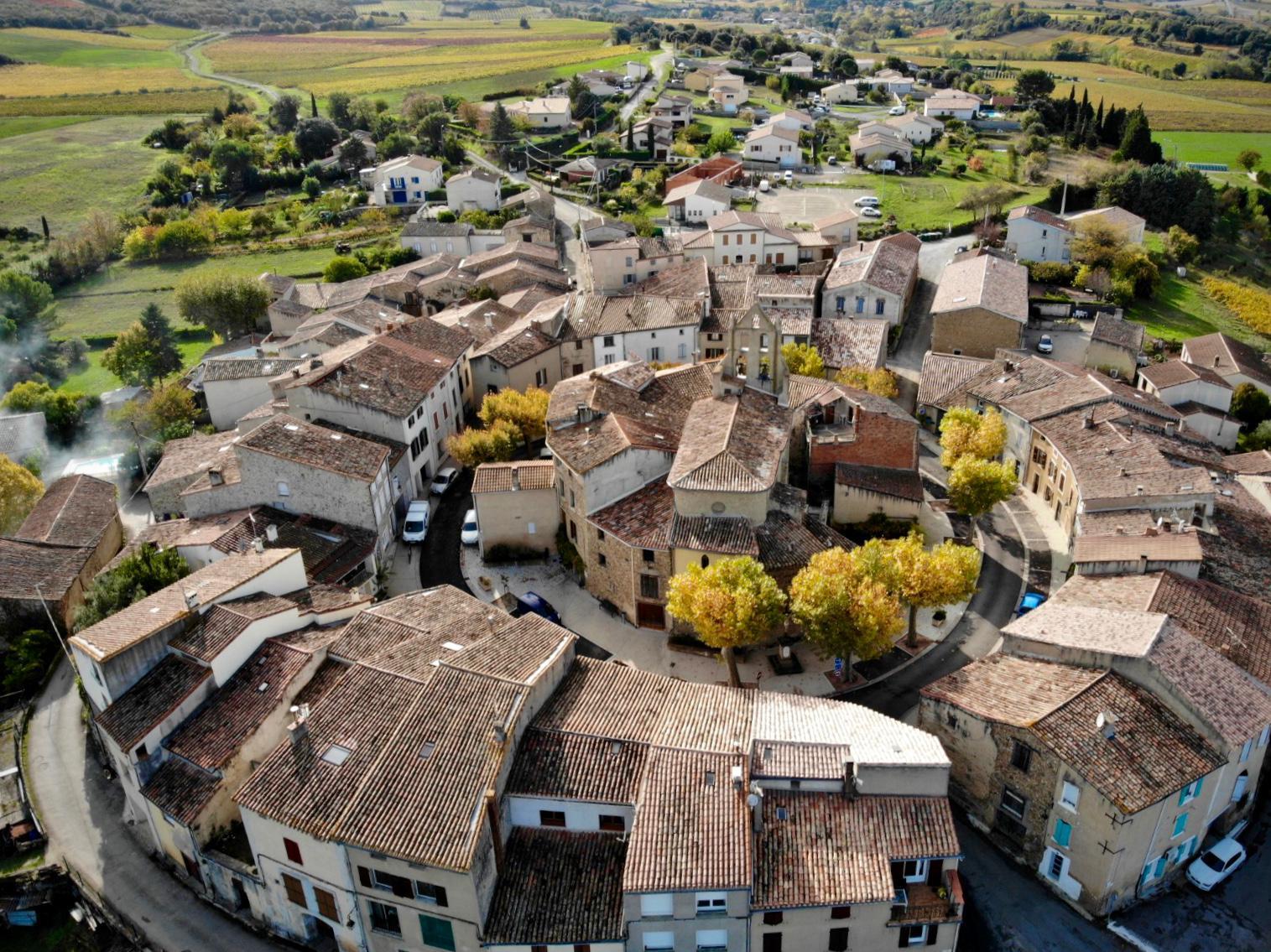 Photo aérienne de la circulade de la Digne d'Aval, Aude